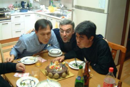 Festa nella comunità di Seoul,  con P. Daniele, P. Francesco e P. Abel, missionari in Corea del Sud.