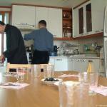 La cucina nebtre i confratelli preparano  il pranzo.