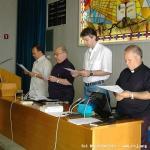 Un momento di preghiera e invocazione dello Spirito prima dell'elezione.
