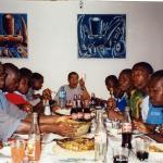 P. Niki, buon appetito!...Gli aspiranti in piena azione sulla tavola.